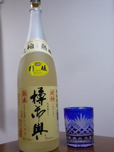 110109米焼酎 樽神輿.JPG